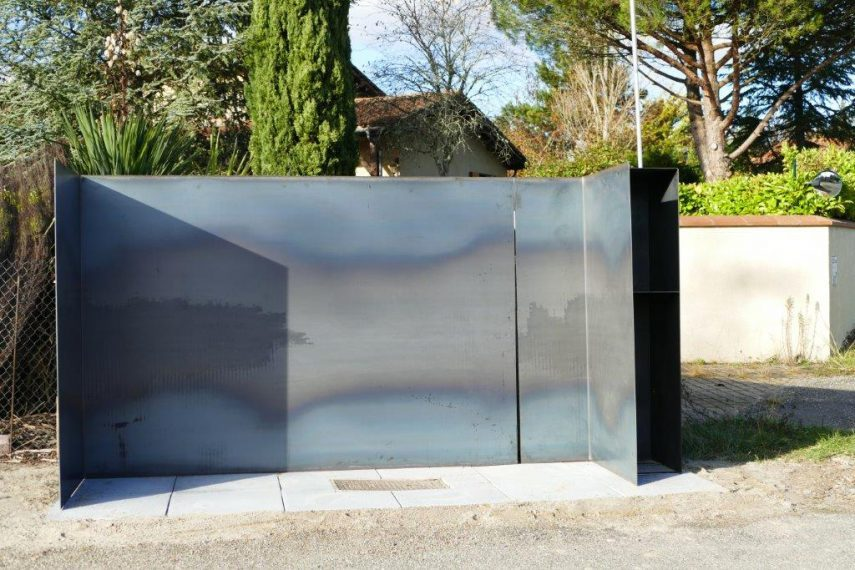 Pliage metal design mobilier urbain multifonction de face