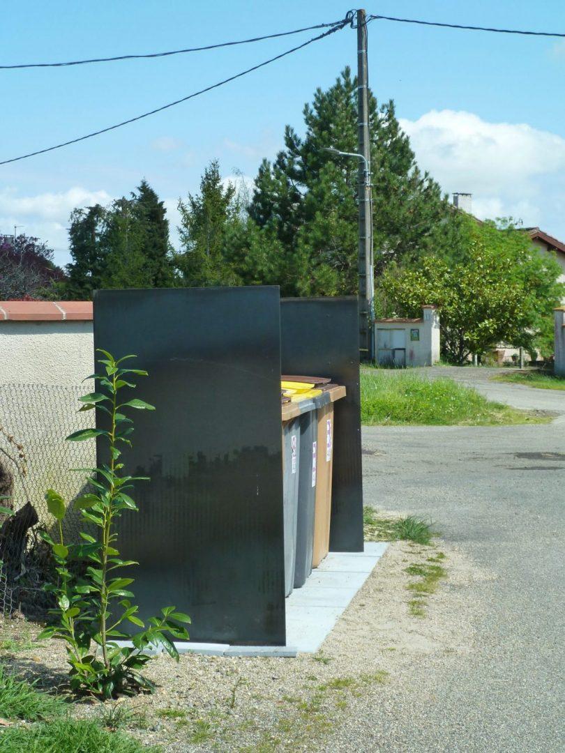 Vue latérale mobilier urbain multifonction