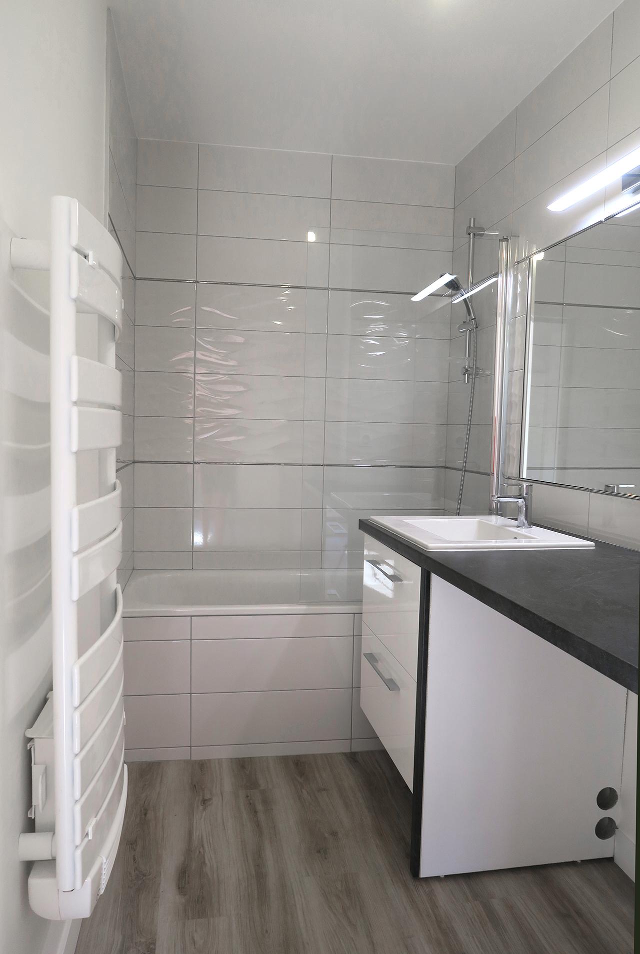 Vue salle de bains rénovation appartement j