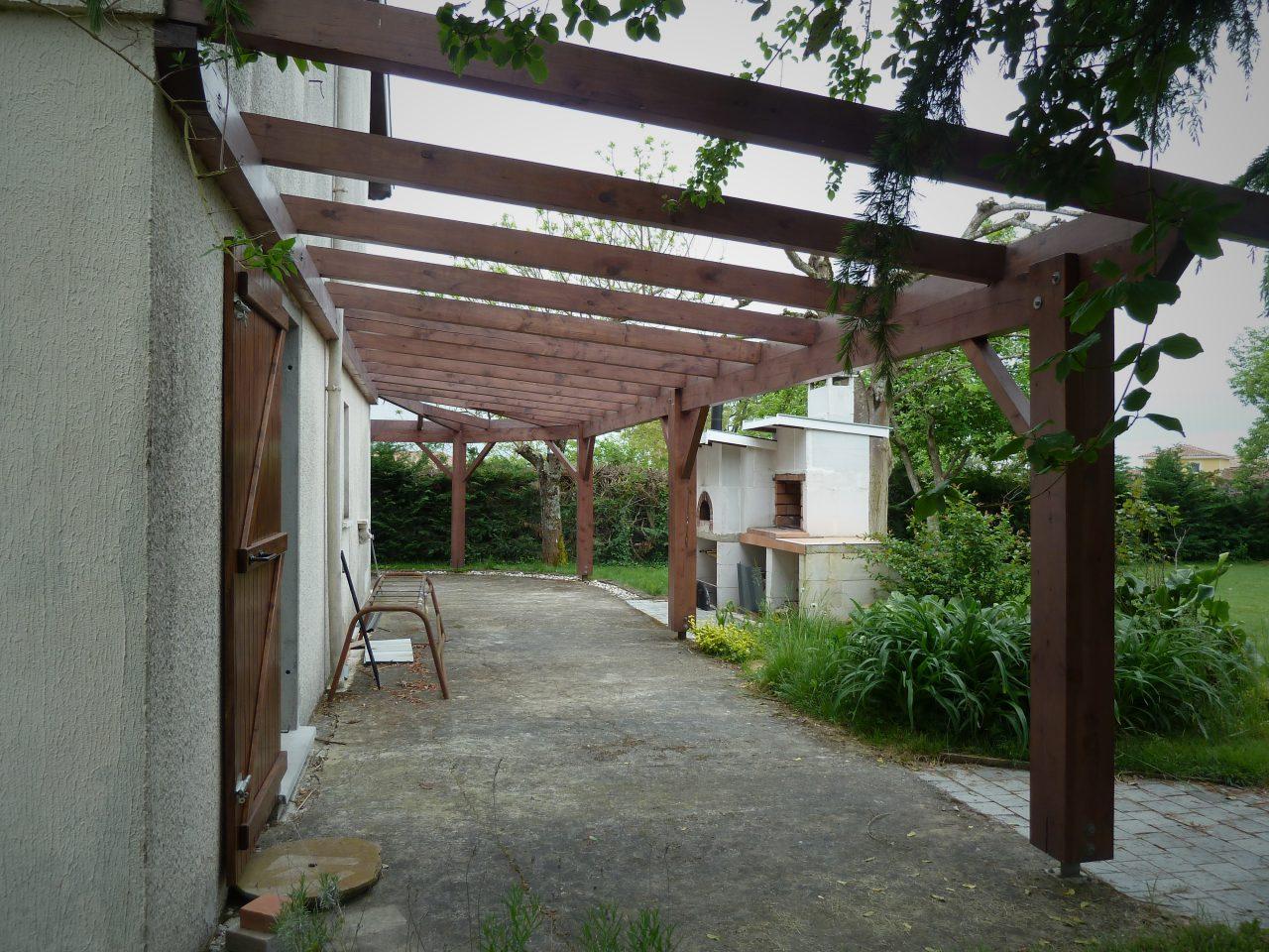 Vue sous la terrasse Nord avant travaux rénovation extérieure maison R